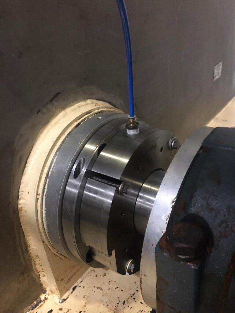 An air seal prevents chocolate leakage and improves mechanical seal reliability